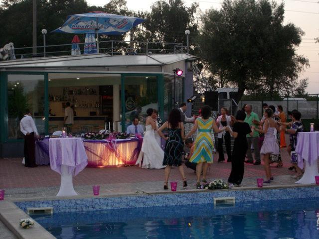 Басейн Чери, 90 гости