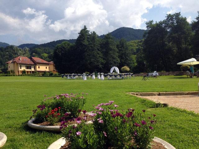 Градинска сватба в Рибарица 140 гости