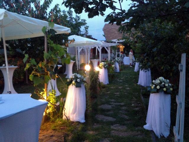 Градинска сватба в Правец 60 гости