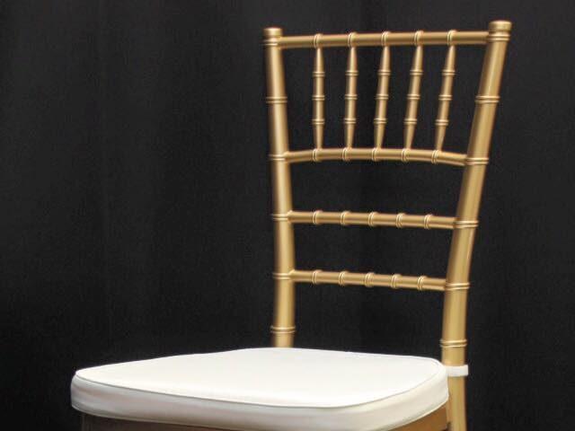 """Дървен стол """"Шивари"""" – златист"""