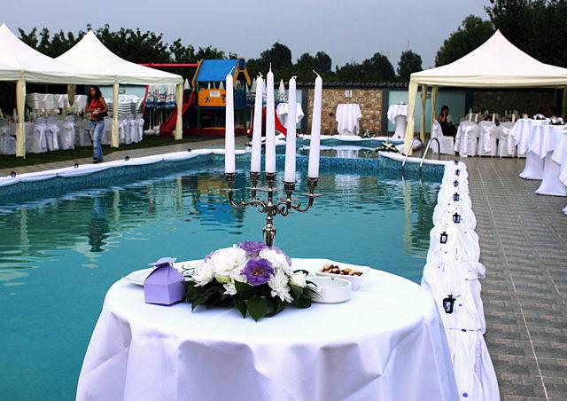 Сватба на басейн Чери, 130 гости