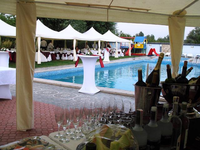 Сватба на басейн Чери – 80 гости